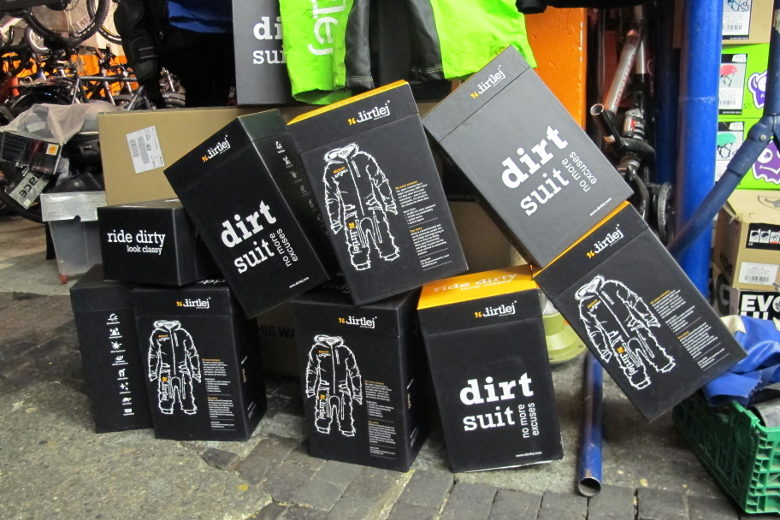 Dirtlej – Dirtsuit Black Edition
