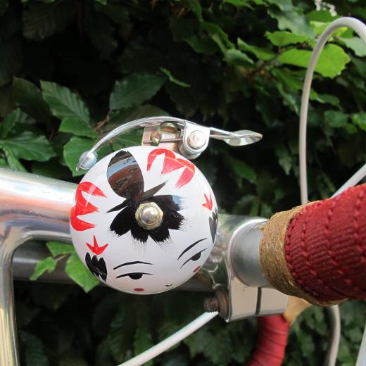 Crane Handpainted Suzu Bell Onna