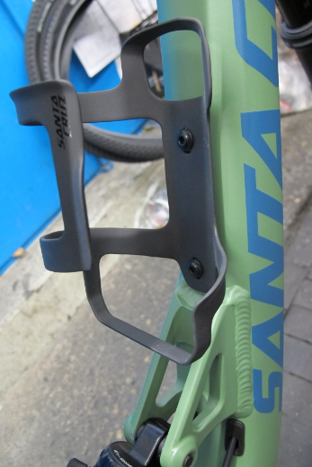 Santa Cruz Carbon Bottle Cage right