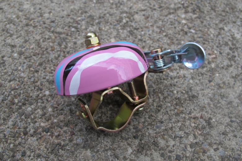 Crane Handpainted Suzu Bell Pink Neko